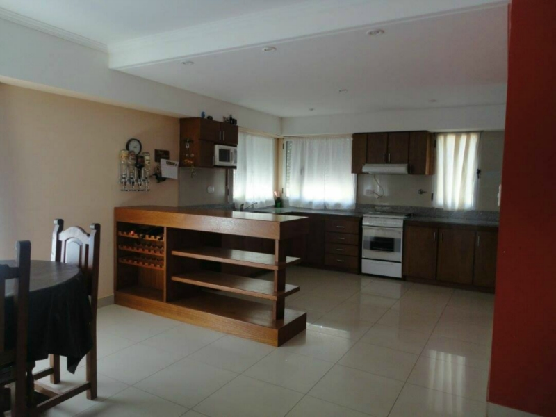 Casa 3 dormitorios 3 ba os 2 plantas casa en alquiler en for Alquiler de habitaciones para 3 personas